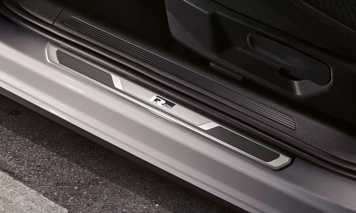 POR4246 polo r line sill panel trims 16 9 f cc Polo