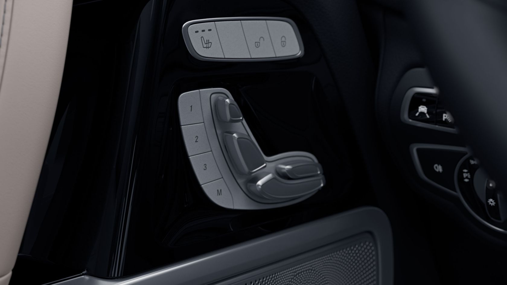 adjustable front seats G-Class