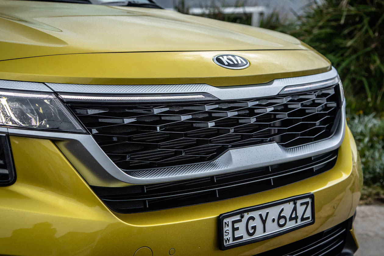2021 Kia Seltos GT Line front grille Seltos